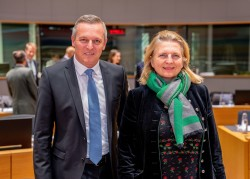 Austrian Defence Minister Mario Kunasek and Austrian Foreign Minister Karin Kneissl<small>&copy Wikimedia Commons / Bundesministerium für Europa, Integration und Äußeres [CC BY 2.0 (https://creativecommons.org/licenses/by/2.0)]</small>