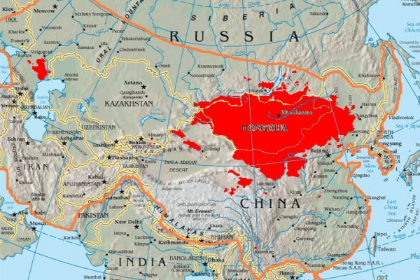 Mongolia: The map shows the boundary of the 13th-century Mongol Empire compared to today's Mongols. The red area shows where the majority of Mongolian speakers reside today.<small>© Wikimedia Commons / Anchuhu [CC BY-SA 3.0 (https://creativecommons.org/licenses/by-sa/3.0)]</small>