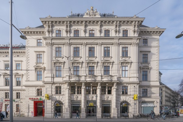 Austria's oldest McDonald's store is located on the ground floor of the Wertheim Palace<small>© Wikimedia Commons / Thomas Ledl [CC BY-SA 3.0]</small>