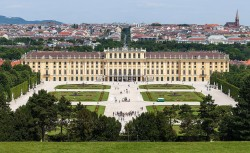 Schönbrunn Palace in Vienna, Austria<small>© Wikimedia Commons / Thomas Wolf, www.foto-tw.de [CC BY-SA 3.0 de (https://creativecommons.org/licenses/by-sa/3.0/de/deed.en)]</small>