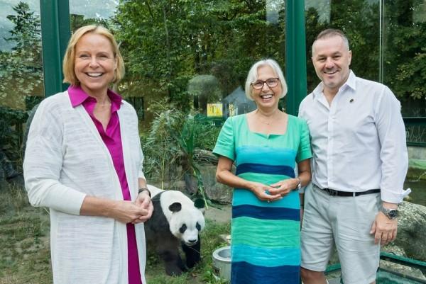 Schönbrunn goes China! From left: Petra Stolba, Dagmar Schratter, Klaus Panholzer<small>© Vienna Zoo / Daniel Zupanc</small>