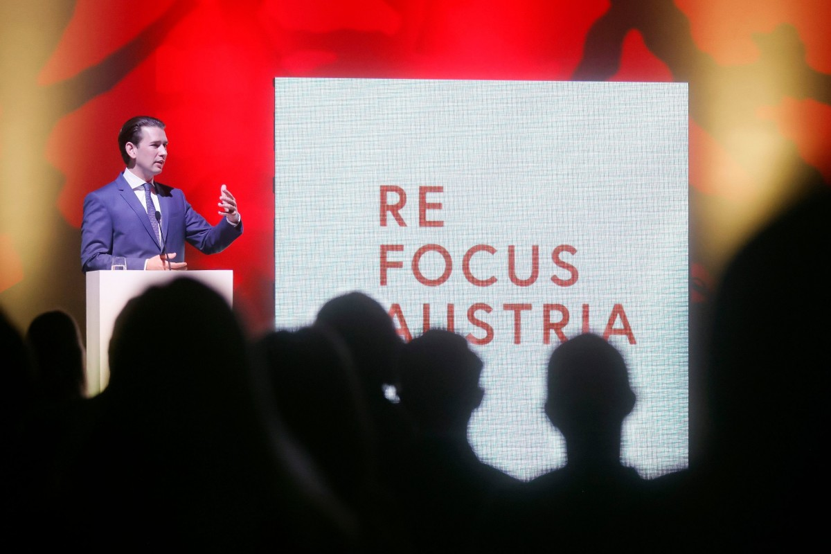 """Chancellor Kurz: """"I ask the diplomats at the Austrian embassies to do everything possible to support the export industry and tourism. They can all make a huge contribution to this worldwide and stir the drum for the Austrian economy.""""<small>© Bundeskanzleramt (BKA) / Dragan Tatic</small>"""