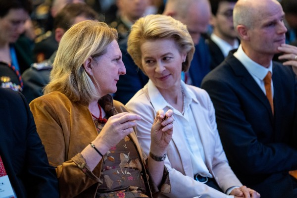 Ursula von der Leyen discussed with Karin Kneissl the current situation in Syria, security policy developments in Eastern Europe and the focus of the previous EU Presidency on South-Eastern Europe. (Pictured at the Berlin Security Conference)<small>© BMEIA Bundesministerium für Europa, Integration und Äußeres / Flickr Attribution 2.0 Generic (CC BY 2.0)</small>